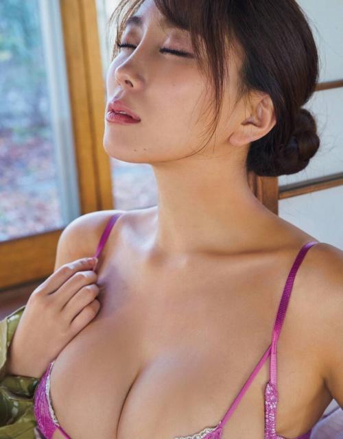 森咲智美の過激グラビアエロ画像002