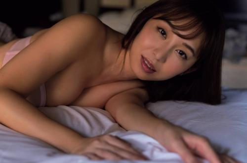 塩地美澄アナの手ブラヌードグラビアエロ画像007