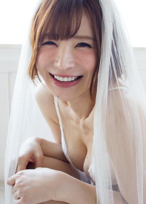 手島優のウェディングドレスグラビアエロ画像006