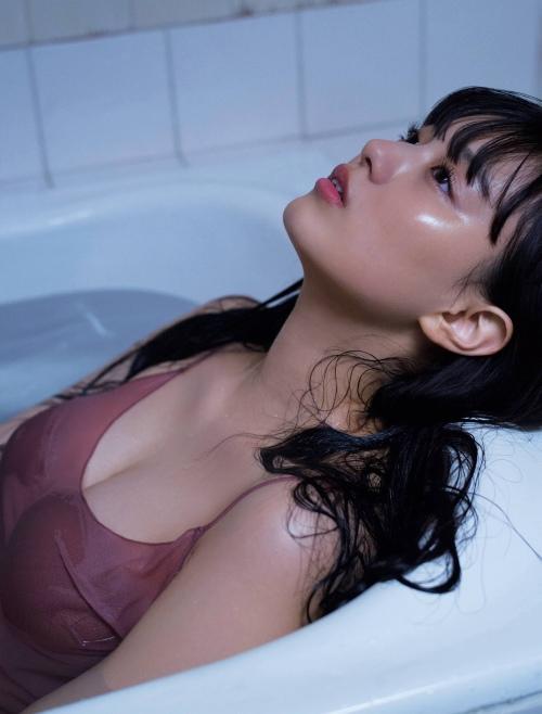 鶴嶋乃愛のセクシーグラビアエロ画像003