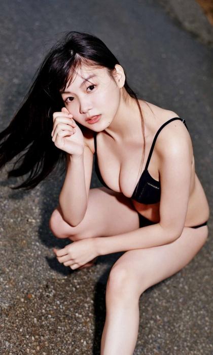 吉澤遥奈の週プレ表紙の水着グラビアエロ画像016