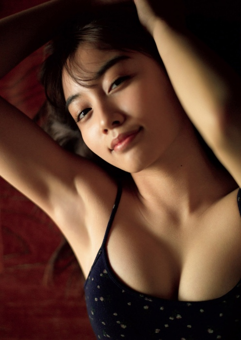 黒木ひかりのゼロイチ美女大集合の週プレグラビアエロ画像006