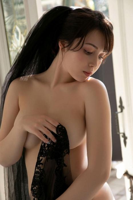 ミッシェル愛美の美巨乳ヌードグラビアエロ画像014