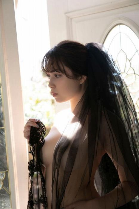 ミッシェル愛美の美巨乳ヌードグラビアエロ画像020