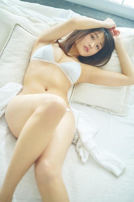 石田桃香の濡れ髪セクシ水着グラビアエロ画像015