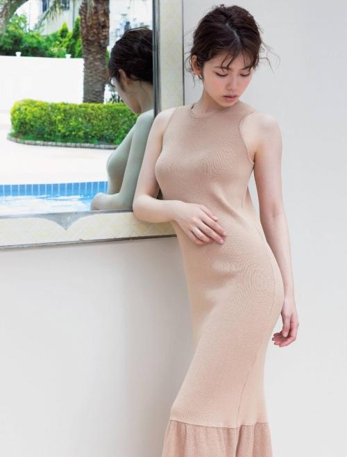 小芝風花のセクシー胸チラエロ画像009
