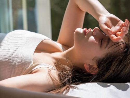 トラウデン直美の胸チラセクシーグラビアエロ画像007