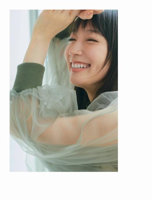 吉岡里帆の胸チラグラビアエロ画像004