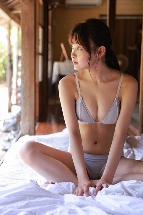 吉澤遥奈の水着グラビアエロ画像010
