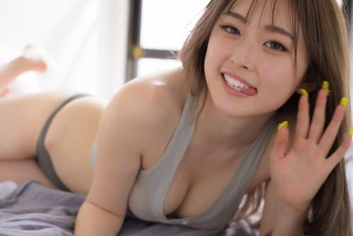 ゆうちゃみのセクシー水着グラビアエロ画像009