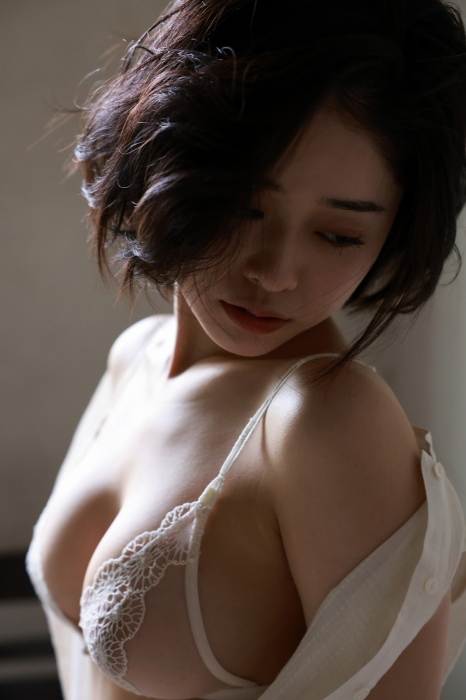 MINAMOのヘアヌードグラビアエロ画像016