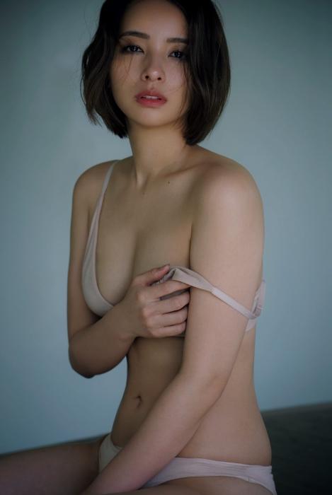水崎綾女のセクシーグラビアエロ画像007
