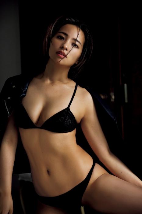 水崎綾女の9年ぶりグラビアエロ画像009