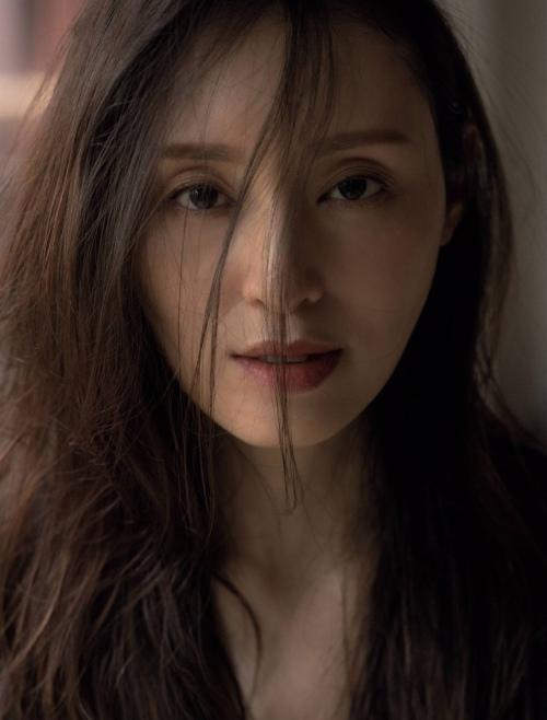 栗山千明の最新のセクシー妖艶グラビアエロ画像004