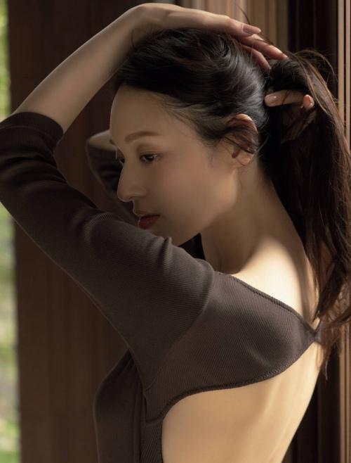 栗山千明の最新のセクシー妖艶グラビアエロ画像006