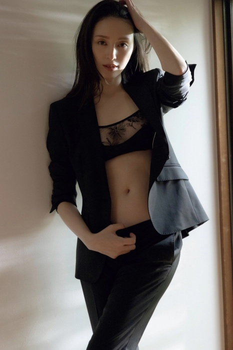 栗山千明の最新のセクシー妖艶グラビアエロ画像013
