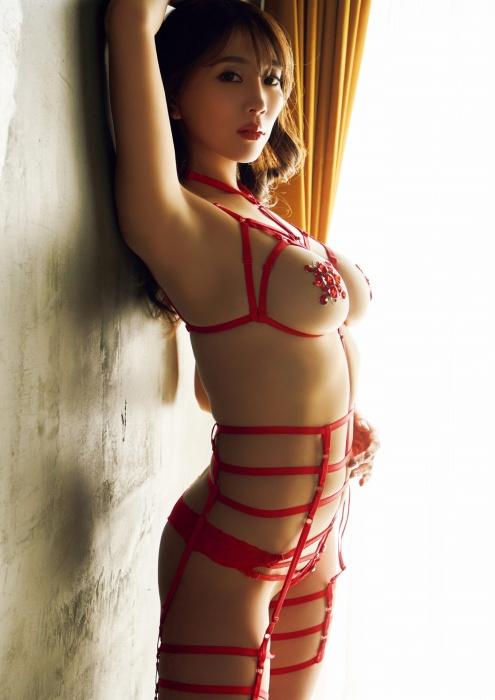森咲智美のセクシーグラビアエロ画像003