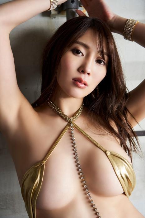 森咲智美のセクシーグラビアエロ画像010