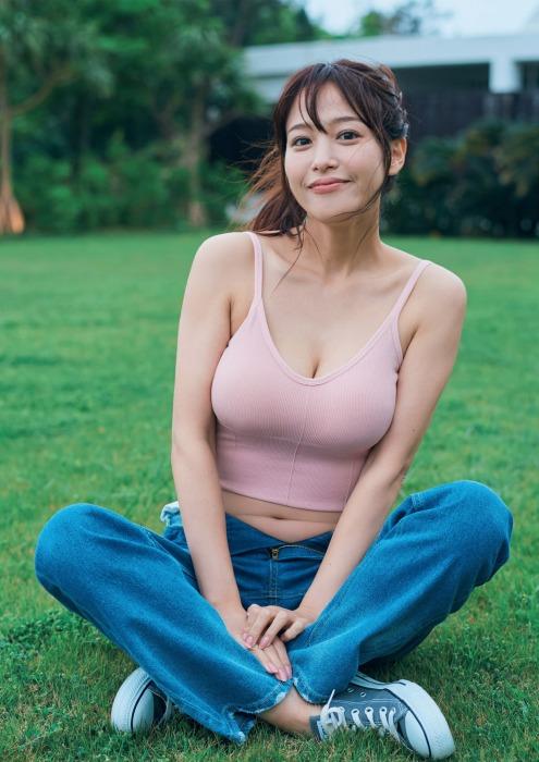 鷲見玲奈の写真集のセクシーグラビアエロ画像006