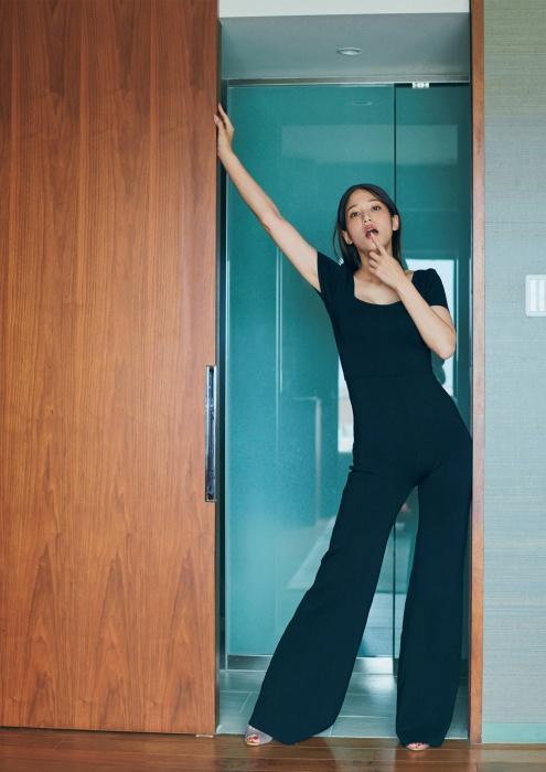 鷲見玲奈の写真集のセクシーグラビアエロ画像007