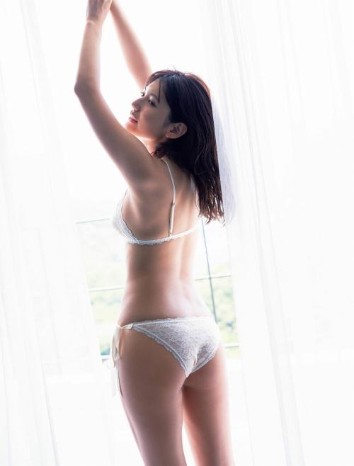 新井遥のファースト写真集グラビアエロ画像003