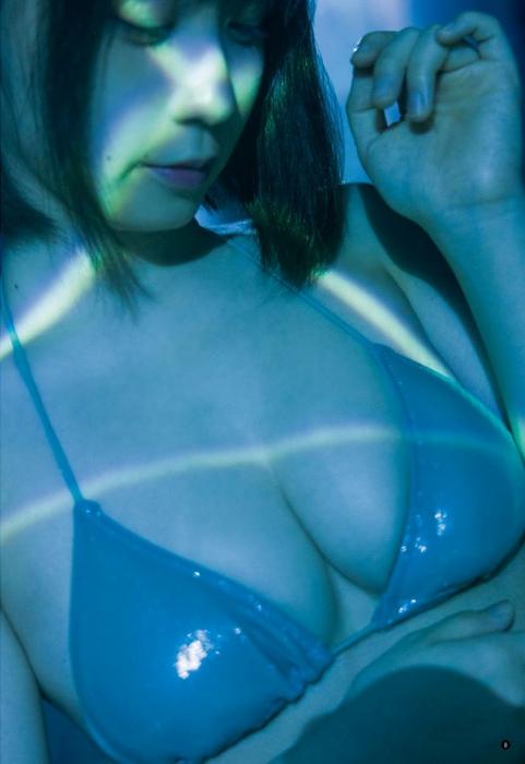 伊織もえの幻想的な水着グラビアエロ画像006
