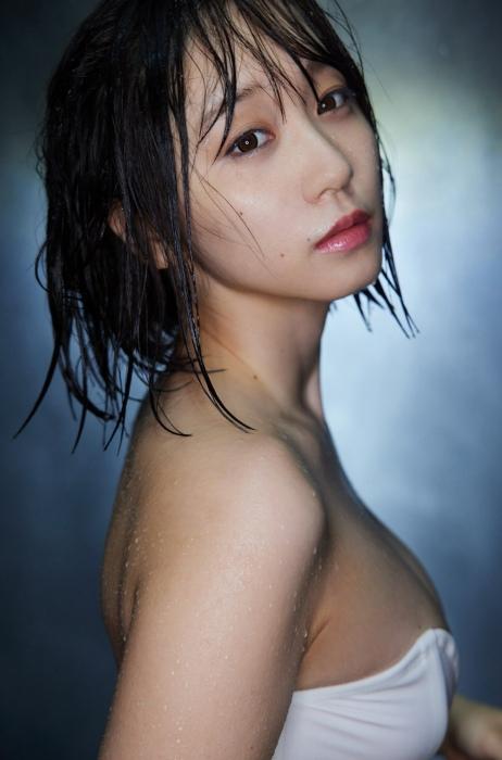 伊織もえの幻想的な水着グラビアエロ画像011