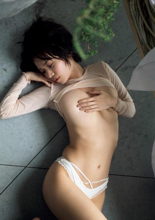 菜乃花の10周年記念のセミヌードグラビアエロ画像003