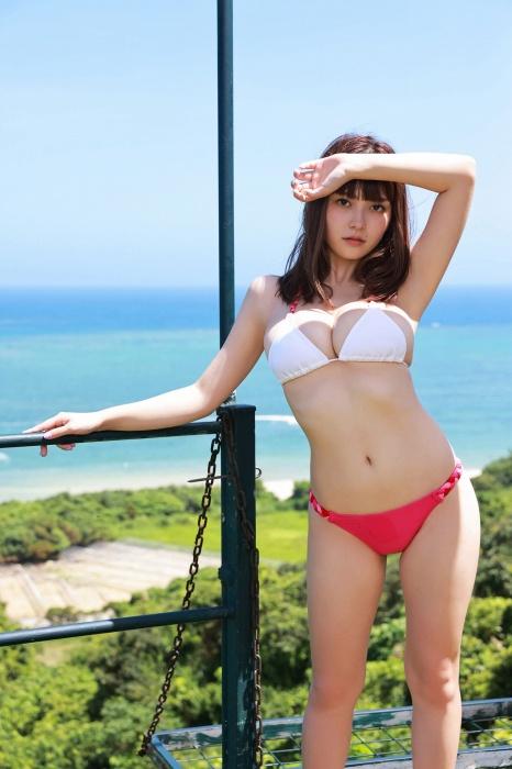 櫻井音乃の海での水着グラビアエロ画像008