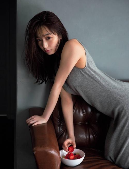 宇垣美里のセクシーグラビアエロ画像007