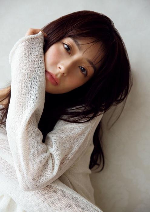 宇垣美里のセクシーグラビアエロ画像009