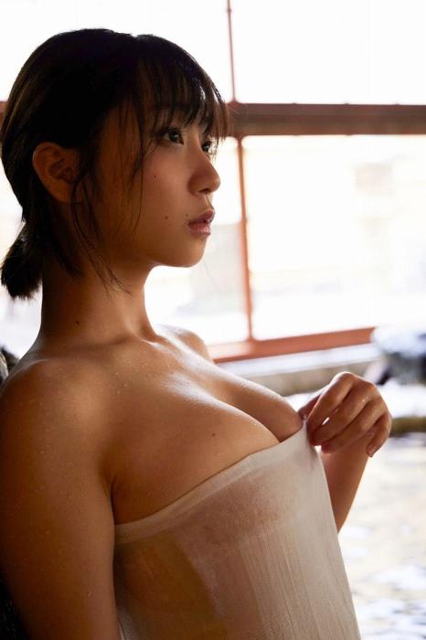伊織もえのセカンド写真集のセクシーグラビアエロ画像005