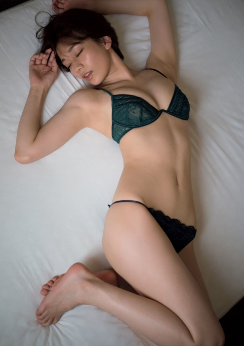 佐藤美希のセクシーグラビアエロ画像002