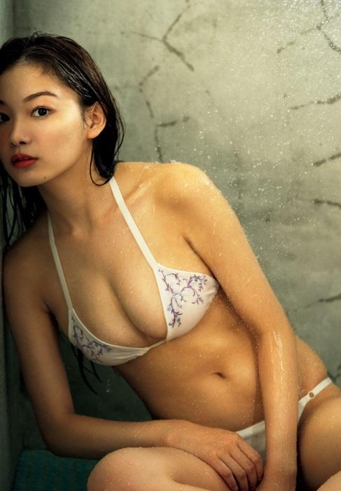 吉澤遥奈の水着グラビアエロ画像006