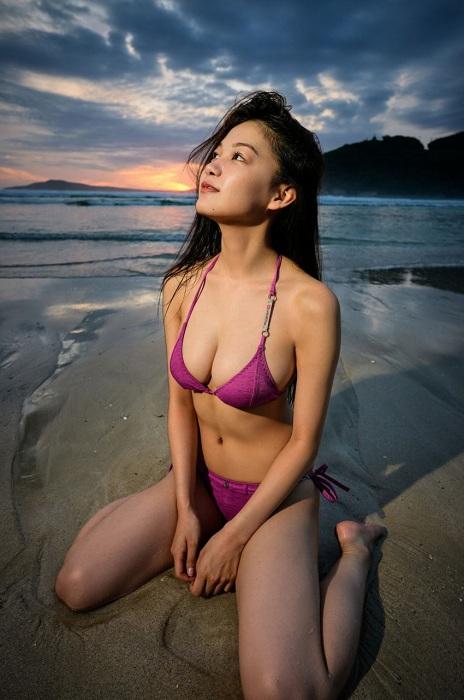 吉澤遥奈の水着グラビアエロ画像011