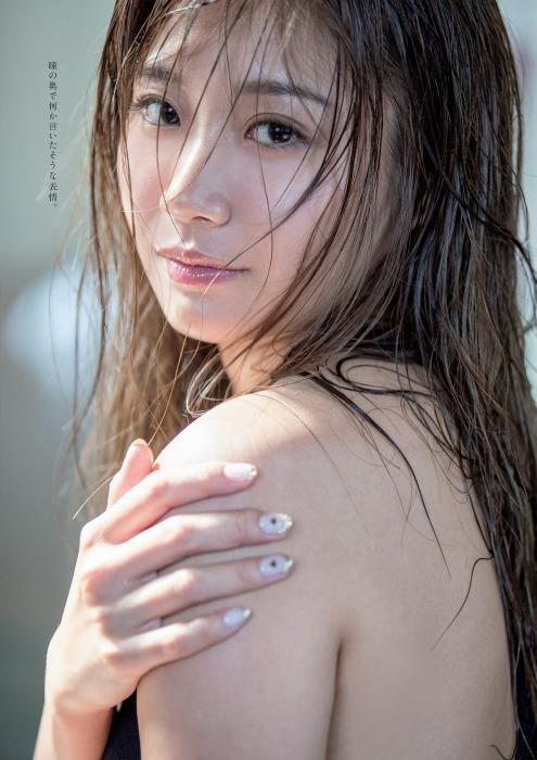 中尾百希の水着グラビアエロ画像002
