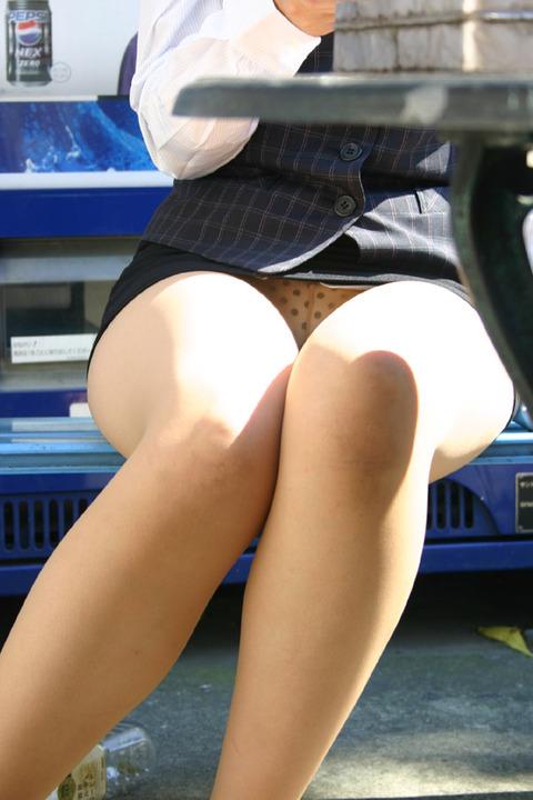 【盗撮】働く女は危険が多い★ワーキング女子のパンチラエロ画像 m9(`・ω・´)・30枚目の画像