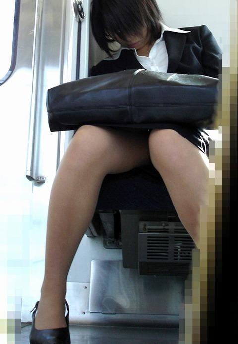 【盗撮】働く女は危険が多い★ワーキング女子のパンチラエロ画像 m9(`・ω・´)・3枚目の画像