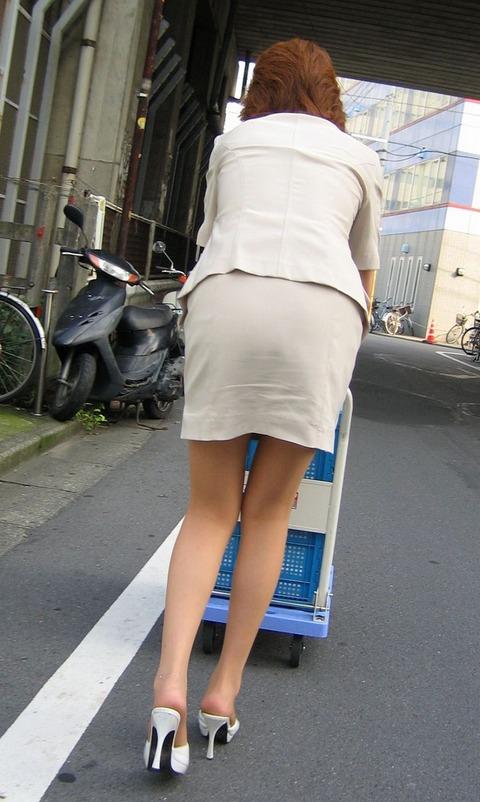 【盗撮】働く女は危険が多い★ワーキング女子のパンチラエロ画像 m9(`・ω・´)・15枚目の画像