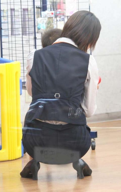 【盗撮】働く女は危険が多い★ワーキング女子のパンチラエロ画像 m9(`・ω・´)・37枚目の画像