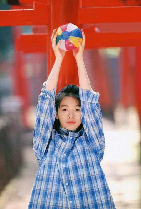 裕木奈江のフルヌード画像★生乳首と懐かしの超かわな画像。がしかし…抜けるとは言い切れないwww・32枚目の画像