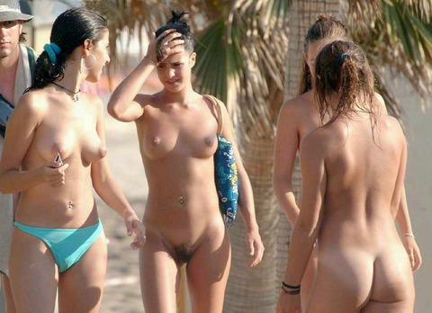 少女もすっぽんぽんになる外国のビーチwwww★ヌーディストビーチエロ画像・19枚目の画像