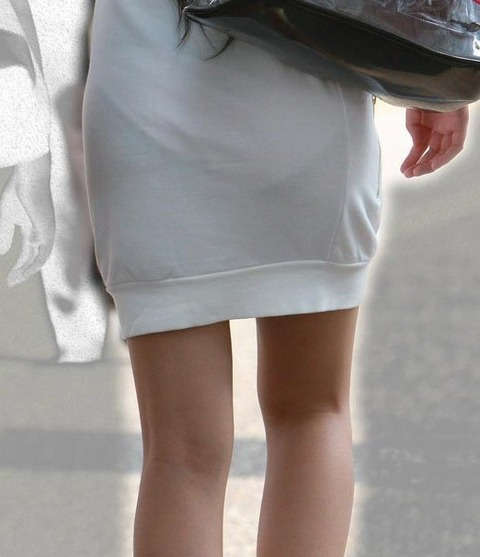 これパンツ見せてるっしょってくらい透けてるwwww★素人透けパン街撮りエロ画像・16枚目の画像