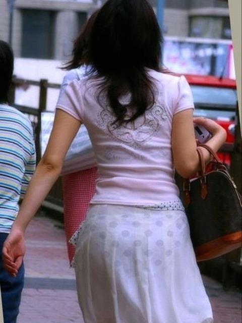 これパンツ見せてるっしょってくらい透けてるwwww★素人透けパン街撮りエロ画像・1枚目の画像