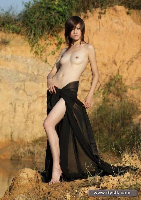 中国人画像★ヌードはエロいんだが、撮られ慣れしてなさ過ぎでワロタwwww・7枚目の画像