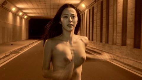 岩佐真悠子の正面から見た本物のおっぱい見たことある?岩佐真悠子フルヌード・セックスシーン・セミヌード画像・1枚目の画像