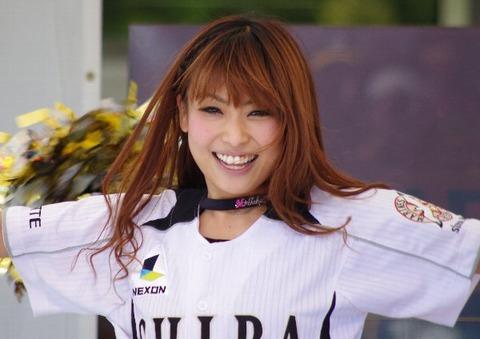チアガール画像★日本シリーズも終わったし今年頑張ったプロ野球のチアガールのヘソ出し、また開きエロ画像wwwww・23枚目の画像