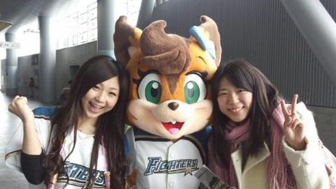 チアガール画像★日本シリーズも終わったし今年頑張ったプロ野球のチアガールのヘソ出し、また開きエロ画像wwwww・35枚目の画像