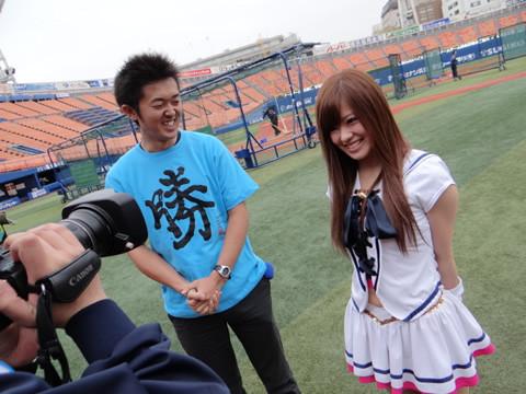 チアガール画像★日本シリーズも終わったし今年頑張ったプロ野球のチアガールのヘソ出し、また開きエロ画像wwwww・8枚目の画像