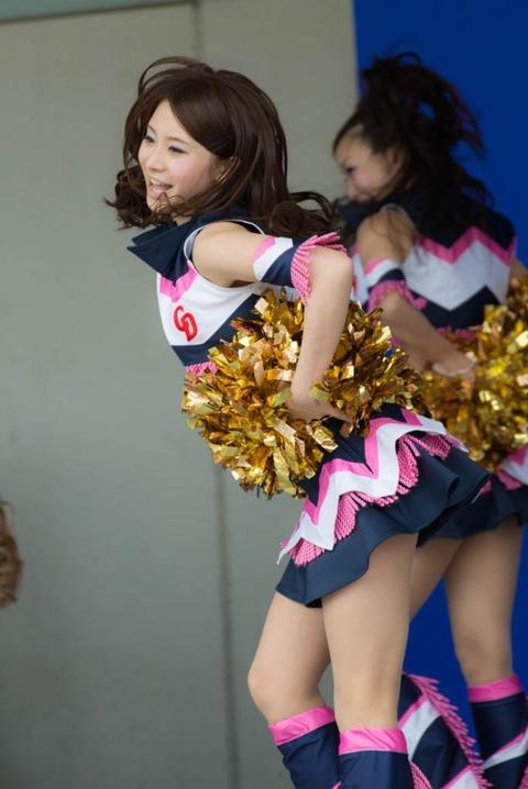 チアガール画像★日本シリーズも終わったし今年頑張ったプロ野球のチアガールのヘソ出し、また開きエロ画像wwwww・19枚目の画像